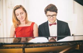 Bild: WELTPREMIERE Duo Shalamov - Uraufführung vierhändiges Klavierkonzert des Meister- Duos