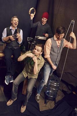 Bild: GLAS BLAS SING - MUSIK AUF FLASCHEN - Happy Hour