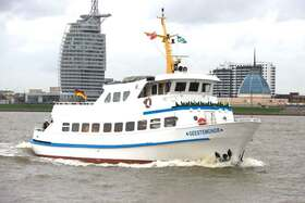 """Weserfahrt """"Dicke Pötte Tour"""" mit der MS Geestemünde 2020 - entlang der imposanten Hafenanlagen Bremerhavens"""