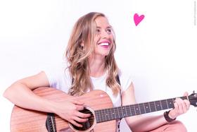 Bild: Miss Allie, die kleine Singer-Songwriterin mit Herz