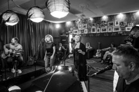 Bild: Junge Stimmen in Alten Mauern - Clubnightatmosphäre in der Laurentiuskirche