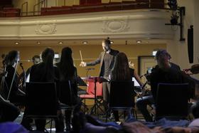 Bild: Dark Room 2020 - Goethes Egmont und Beethovens gleichnamige Schauspielmusik | Ein Orchester-Live-Hörspiel im Dunkeln
