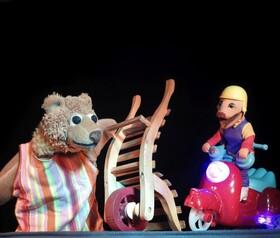 Bild: Nicke Bär findet etwas Komisches - Ein Kinderstück nach Sven Nordquist für Kinder ab 3 Jahren