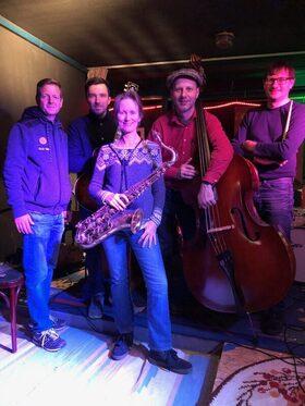 Bild: Sonntagmorgen Jazz Matinee - Open-Air-Kultur an der Wasserburg