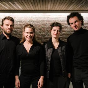 """Bild: Sonar Quartett und Niederndorfer Saitenmusik - """"Das Lokale ist das Universale"""""""