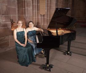 Bild: Eine musikalische Reise durch verschiedene Länder - Konzert mit dem Klavierduo Sora Dietzinger und Jessica Riemer