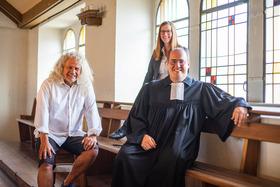 Bild: Die Sonntagsschule - ein Pastor, eine Journalistin und ein Schauspieler plaudern über die Bibel