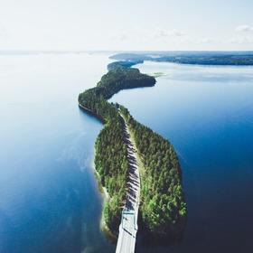 Bild: ÜBERSETZER STELLEN VOR: Das glücklichste Land der Welt - Finnland übersetzen mit Elina Kritzokat & Maximilian Murmann