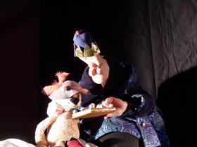 """Bild: Anne Klinge """"Der gestiefelte Kater"""" - - Märchentheater im Theaterwagen im Bahnhof Nord"""