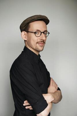 Bild: Comedy live erleben am Forsthaus Damerow mit Paul Bokowski - Ein Abend voll Satire, Komik und guter Unterhaltung