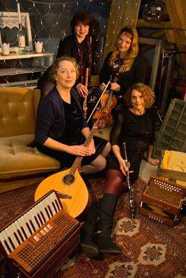 Bild: More Maids - Irish Folk