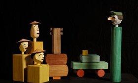 Bild: Drei Chinesen mit dem Kontrabass