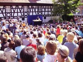 Bild: Frau Meier die Amsel - Theater Option orange