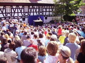 Bild: A-E-I-O-U- Raus bist Du! - Artisjok-Theater