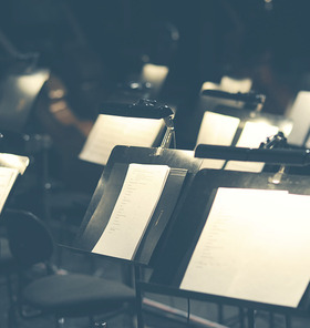 Bild: 2. Sinfoniekonzert - Mit Werken v. Schubert, Schostakowitsch und Mozart Dirigent  GMD J. Hochstenbach