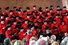 Bild: Ulfts Mannenchor mit dem Balalaika-Trio