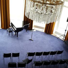Bild: LIEDERABEND - Kronleuchterklänge: ein bunter Abend mit dem Ensemble der Oper Wuppertal