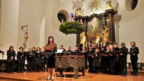 Bild: Adventskonzert - mit internationalen Solisten, Studierenden und den Chören