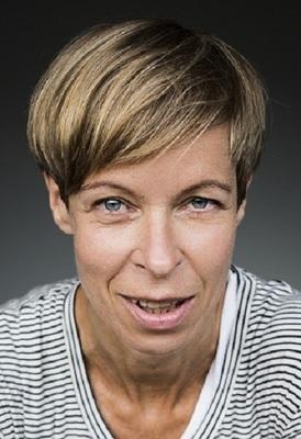CAVEWOMAN - Theater-Comedy mit Ramona Krönke