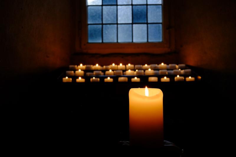 Klosterführung: Kerzenschein und Wein