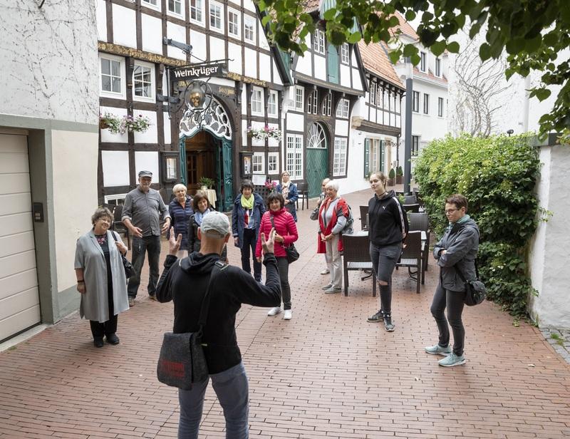 """Der """"Osnabrücker Handschlag"""" - mit Friedenssaal"""