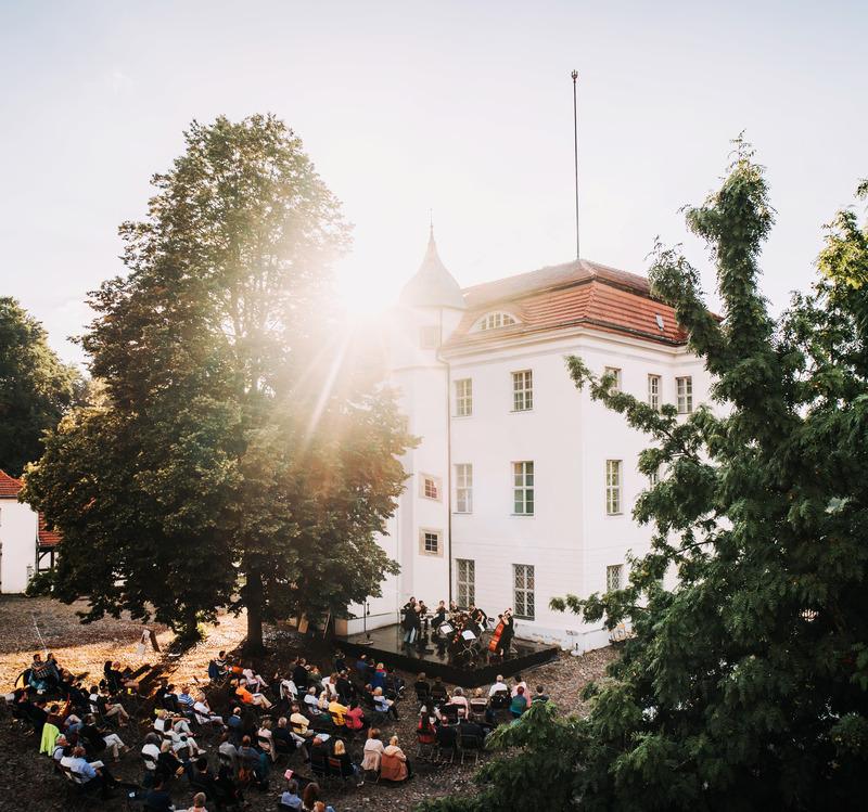 Serenadenkonzert der Kammerphilharmonie Amadé - Unter der Leitung von Frieder Obstfeld