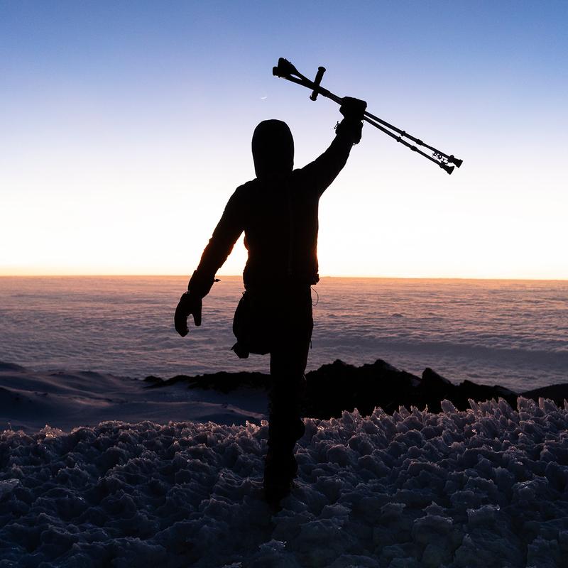 Tom Belz - Mbuzi Dume - Strong Goat - Mit einem Bein und Krücken auf den Kilimandscharo