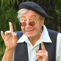 Bild: Oma ist jetzt bei Facebook - Fr�hlich altern in Jacques' Bistro mit Detlev Sch�nauer