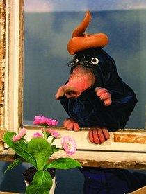 Bild: marotte Figurentheater - Der kleine Maulwurf, der wissen wollte, wer ihm auf den Kopf gemacht hatte