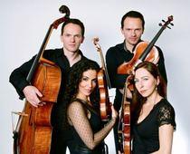 Bild: Klassik im Schwimmerbecken - Casal Quartett mit Marcelo Nisinman