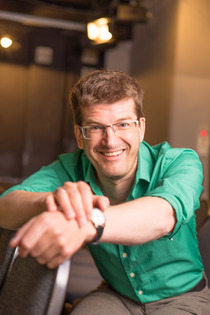 Bild: Nils Heinrich - liest aus seinem neuem Buch �Sei froh, dass Du nicht Joghurt hei�t!�