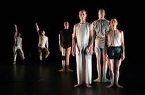 Bild: Real Bodies: Dance On Ensemble - mit einer Arbeit von Rabih Mrou�