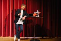 Bild: Robo Sapiens � Gibt es ein Leben zwischen 0 und 1? - Eine kabarettistische Trend- & Zukunftsshow mit Frank Astor