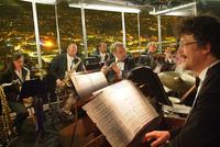 Bild: Panoramakonzert bei Vollmond auf dem Stuttgarter Fernsehturm - Saloniker String and Swing Orchestra