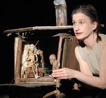 """Bild: Kranewit Theater zeigt: """" Drei Erdbeeren im Schnee"""" - Figurentheater nach dem M�rchen der Br�der Grimm  ab 4 Jahre"""