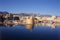 Bild: Zypern � Goldgr�nes vielbeschriebenes Blatt im Mittelmeer