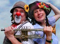 """Bild: Locci & Katinka zeigen: """"Gespenster-, Troll- und Zickenbeinlieder"""" - Liederprogramm ab 4 Jahre"""