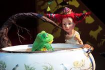 """Bild: The Grimm Sisters zeigt: """"Der Froschkönig"""" - Figurentheater nach den Brüdern Grimm  ab 4 Jahre"""