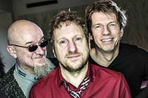 Bild: Kuersche & members of Fury in the Slaughterhouse - support: Coroona