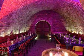 Bild: Große Weinverkostung - Eine moderierte 8-Weinprobe im Weinkeller