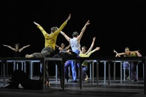 Bild: One Flat Thing, reproduced & Lux Tenebris - Choreografien von William Forsythe und Rafael Bonachela