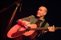 Bild: Kieran Halpin - irischer Singer/Songwriter mit ganz viel Energie, Leidenschaftlichkeit und Intensit�t