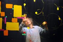 Bild: Was macht das Rot am Donnerstag - Brandenburger Figurentheaterfestival