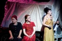 Bild: Mutter Courage und ihre Kinder - Berliner Ensemble