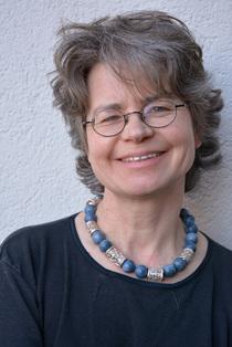 """Bild: Anne Overlack - Autorenlesung aus ihrem Buch """"In der Heimat eine Fremde"""""""