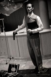 Bild: Umstellt - Kriminalthriller von Thies John mit Kriminaldinner