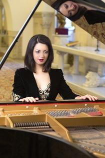 Bild: Earthquake - Alexandra Dariescu, Klavier - Konzerte mit jungen K�nstlern