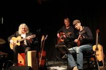 Bild: Acoustic Guitar Night - Tony Kaltenberg (Gitarre), Carsten Hormes (Bass) und Wolfgang Stute (Gitarre)
