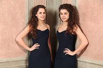 Bild: Zwillingsduo - Karolin und Friederike Stegmann