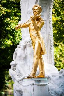 Bild: WEIHNACHTSKONZERT - JOHANN STRAUSS GALA - mit Werken von J. Strau� (jr.), C. Gounod, W.A. Mozart, P. Tschaikowski u.a. Bekannteste Arien aus Operetten, Walzer, M�rsche